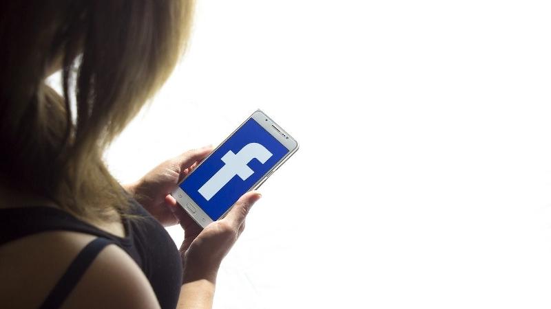 Kontaktaufnahme via Facebook – so intim und transparent wir nie zuvor (© Manuel Baumheier, Pixabay)