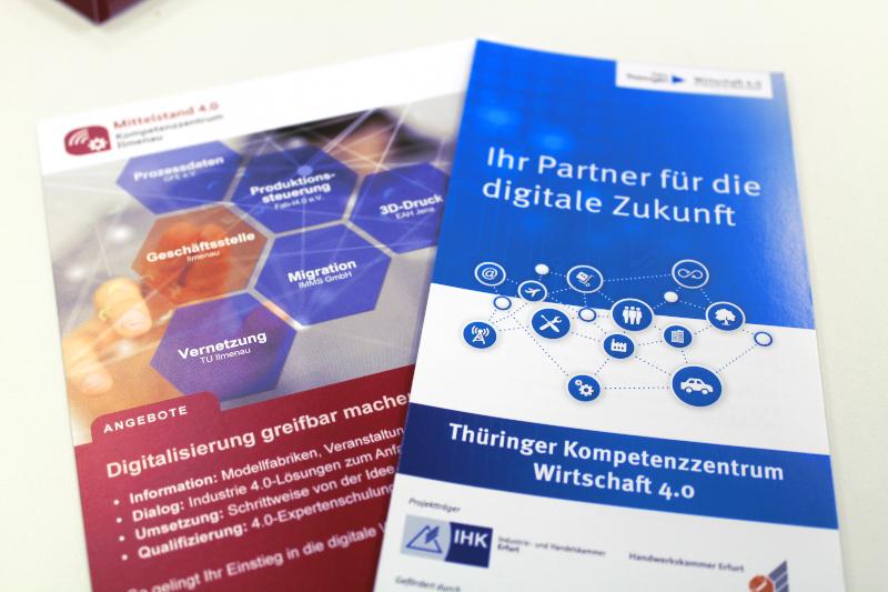 Flyer der Kompetenzzentren (© Thüringer Kompetenzzentrum Wirtschaft 4.0)