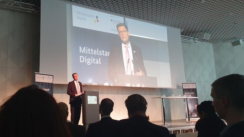 Christian Hirte, Mittelstandsbeauftragter Ost der Bundesregierung begrüßt die Gäste (© Mittelstand 4.0-Kompetenzzentrum Ilmenau)