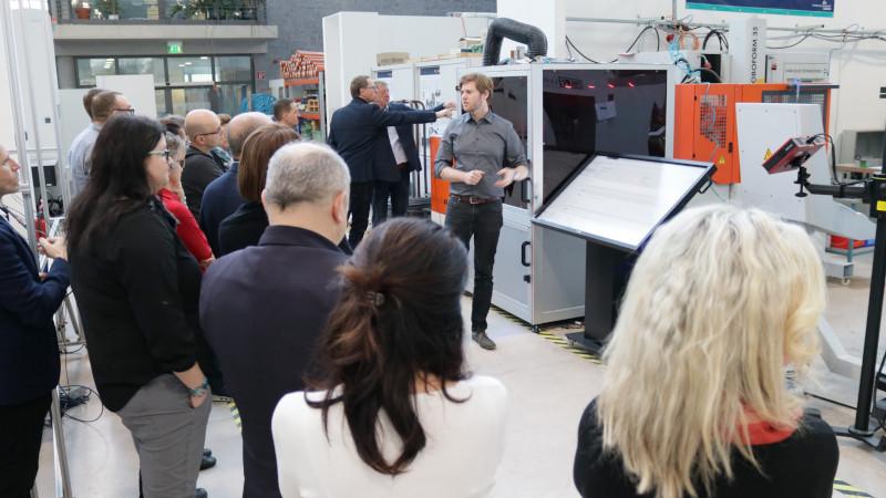 Mathias Eiber stellt den WeldingCube vor (© Mittelstand 4.0-Kompetenzzentrum Ilmenau)