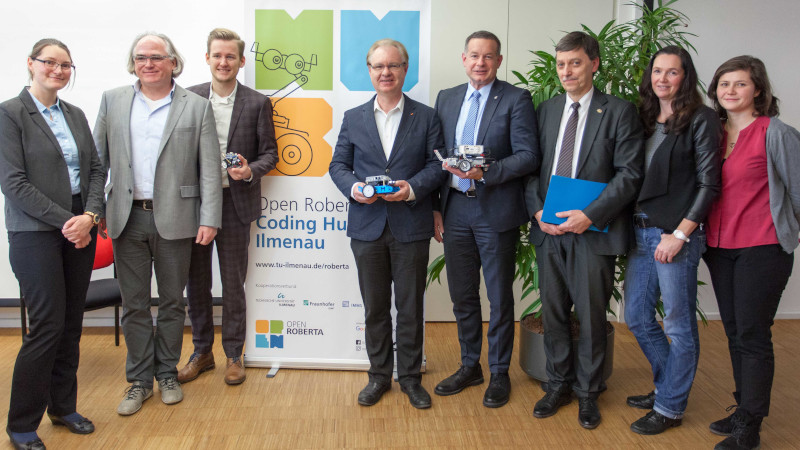 Team des ersten Open Roberta Coding Hub Mitteldeutschlands (© Fraunhofer IDMT)